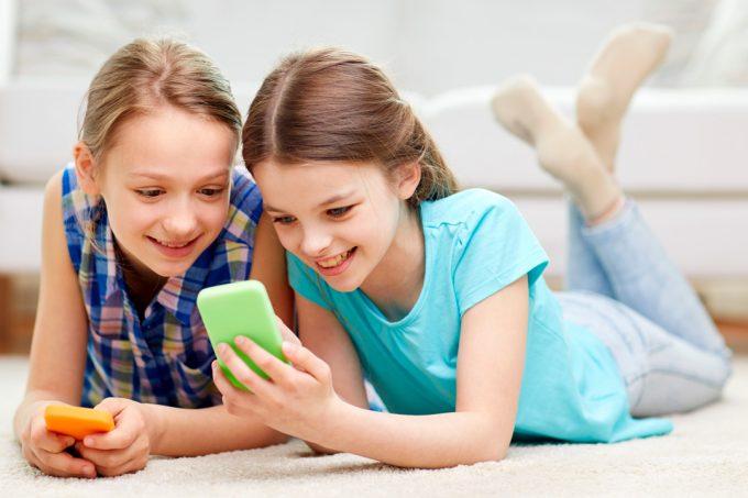 A qué edad es recomendable que un niño tenga su primer celular