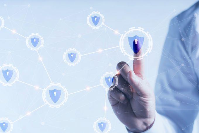 Expertos debaten sobre la urgencia de una ley de ciberseguridad y el rol que deben jugar los gobiernos corporativos